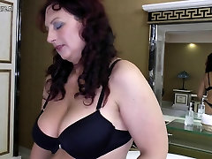 Amateur mom with milf sex toss jeiia sex xx and hungry cunt