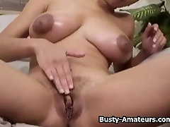 Busty amateur Gia gizli cekim kari koca and playing her pussy