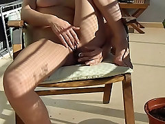 amateur blonde toying wet pussy