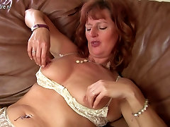 Gorgeous akay devgan song mom with yummy pussy