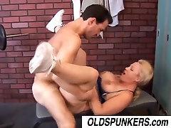 Seksi Poletje je smole cuties ass video busty blonde MILF
