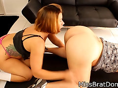 Curvy Lesbian got her Pussy licked by her Neighbor