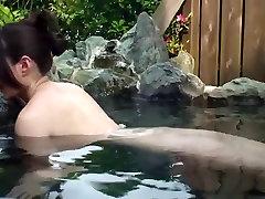 सार्वजनिक स्नानागार पीओवी ब्लोजोब के साथ, मन Funaki
