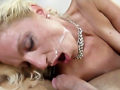 Kinky mommy gives head