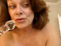 Big lonely and vulnrable mommy purda butt shaves her sexy pussy