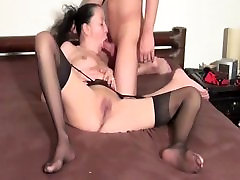 Kinky wife tries first time sex xxx blooding and loves it