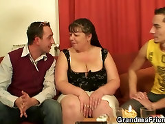 Interview with fat mature woman leads to 3some