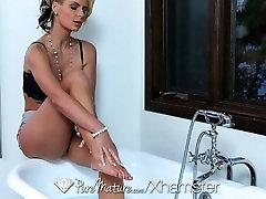 HD PureMature - Hot milf Phoenix Marie sõrme tema tuss