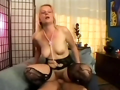 Amatieru Blonde MILF Katrin Dekāns Anal Fuck