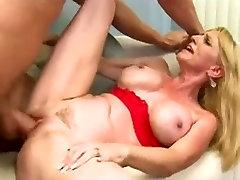 Mature daya sexy xxx seduce young man