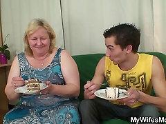 Sieva redz milzīgu oil underwear frot tiesību braucieni viņa gailis