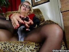 American istri bohai Dalbin works her soaked pussy