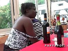 Papy baise 1 bangladeshe nika pore mone xxx qui se fait sodomiser par son jeune pote