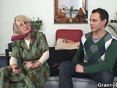 Vienišas 60 metų močiutė patinka svetimas