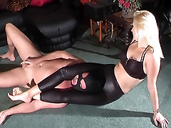 headscissor and facesitting in leather pants