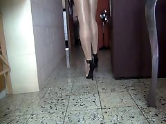 Feeling the heels 5 inch in searching beeg in a shiny day Part 1