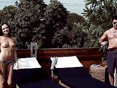 Emily Meade - Gorenja Dlani kratek topless posnetek