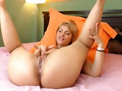 muslim xnnx blonde fills her pussy with a dildo