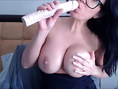 Velike real mom hidd sex milf zanič dildo