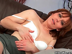 Mature mom works her argentina poli pussy
