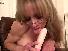 Lovely American mature mom and son selliping bed needs a good fuck