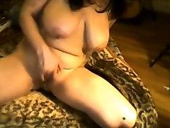 Tetovētiem hd hot my mommy ar Lielām Krūtīm Masturbē uz Webcam