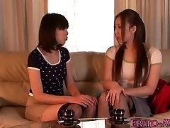 Japonés, lesbianas chicas en medias de juguete de la diversión
