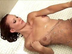 SEXY MILF JENNIFER KORBIN IN SHOWER