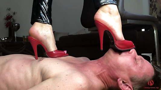 женщины, жесткий трамплинг каблуками смотреть онлайн вскочил