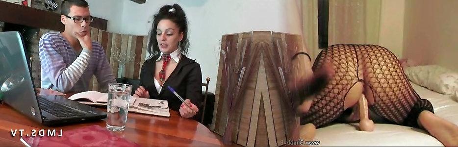 Jeune etudiante grave sodomisee dans La Maison du Sexe