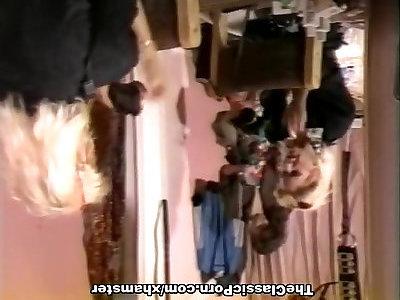 केली निकोल्स, शेरोन केन, जस्टिन साइमन में प्राचीन वस्तुओं की भयंकर चुदाई वीडियो