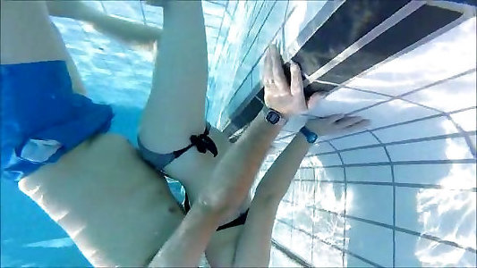 francuski młody i portugalski dojrzałe pary podwodny basen