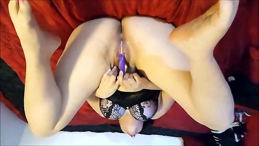 Nikki Diamondz gives herself numerous toe curling orgams