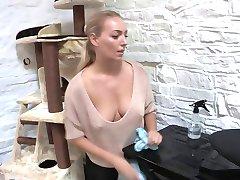 Downblouse sexy