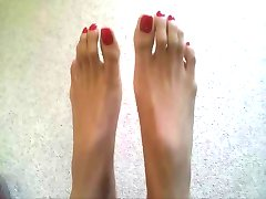 Long Epic Toes!