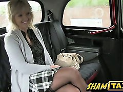 Blonde milf goes for a taxi ride but she pays with her mouth and pussy!