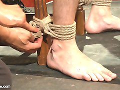With Christian Wilde as a model sub, Van Darkholme shares his expertise in bondage and edging in...