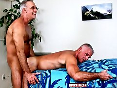 I love older guys, and I love to watch them fuck, much less inhibited than young guys, they know...