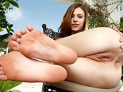 Anya Olsen loves making her boyfriend Richie go wild for her feet. She likes it when he worships...