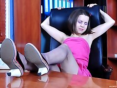 Dolled-faced secretary goes for self-sucking in her reinforced toe tights
