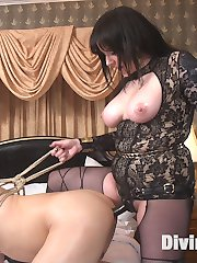 The Majestic Queen herself Maitresse Madeline Marlowe is back at work training her pathetic...