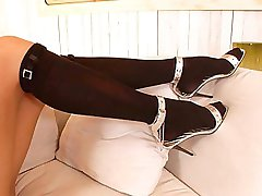 Anita Pearl teasing her feet