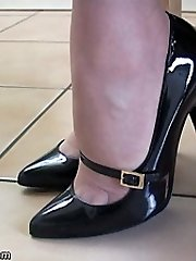 Fuck-fest up your fetish with our highly own Dr Holly, she knows exactly why chicks footwear turn you on and what they do to you