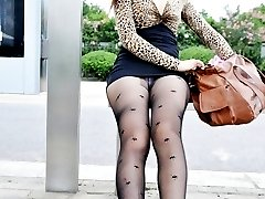 Pantyhose and stockings upskirts