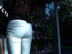 Amateur buns wrapped by short short skirts