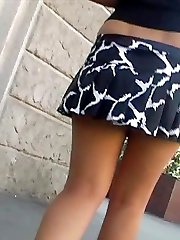 Bouncing skirt up clip