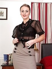 Lonesome mature in kinky girdle and antique nylons need you..