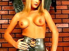 Kinky beauty gets torture