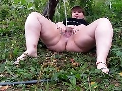 Hairy BBW peeing part 1