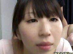 Flexible milf asiatique baisée dans la salle de gym